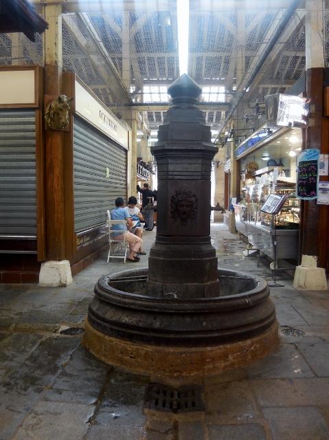 La fontaine du marché couvert Beauvau