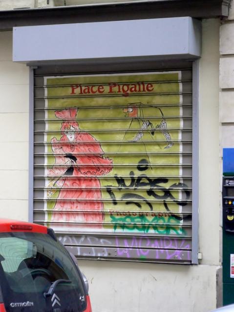 Les rideaux métalliques de la rue Cavalotti