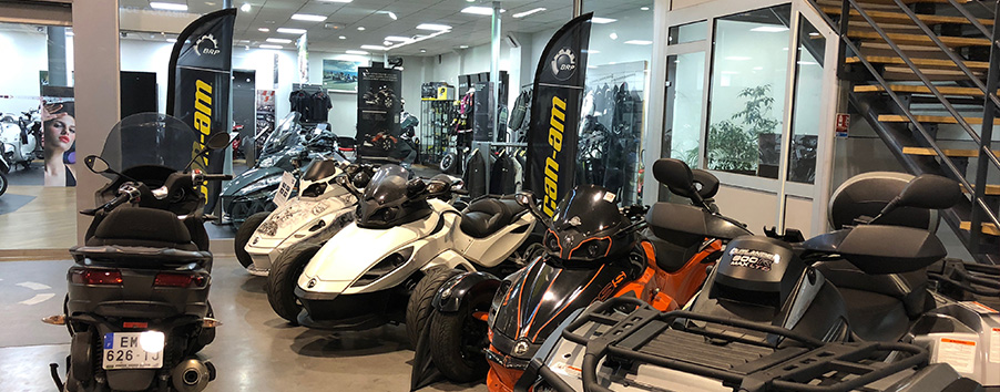 image Showroom Can Am Paris Nord moto