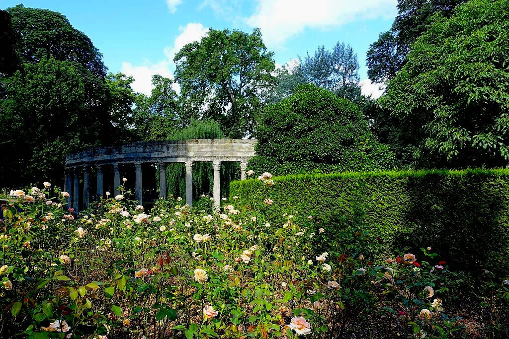 Parc Monceau in the spring/Wikimedia Commons