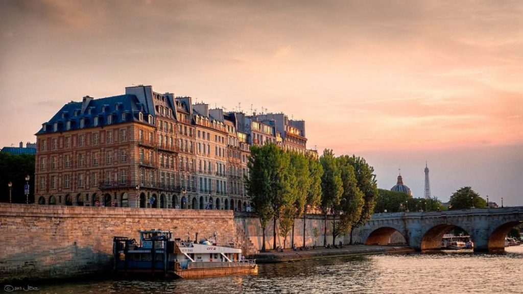 Sunset over the Seine River in Paris, on a June evening. Image credit: Joe de Souza/Creative Commons