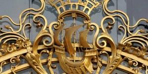 fluctuat nec mergitur symbol of paris on the gates of the petit palais