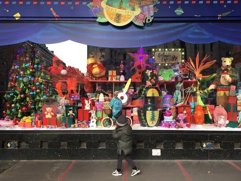 A child admiring the animated windows of Galeries Lafayette Lisa Anselmo
