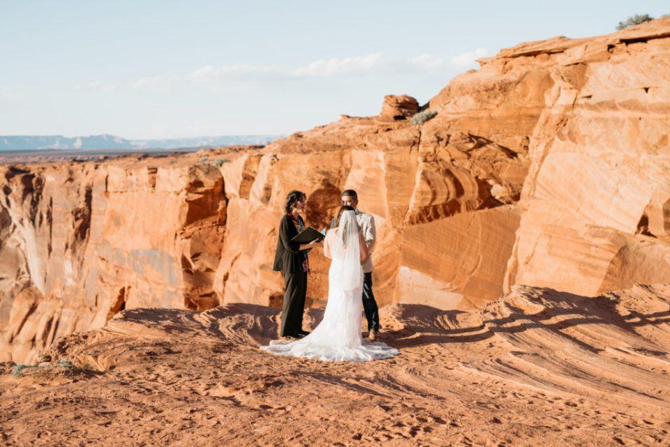 Horseshoe Bend Elopement Couple