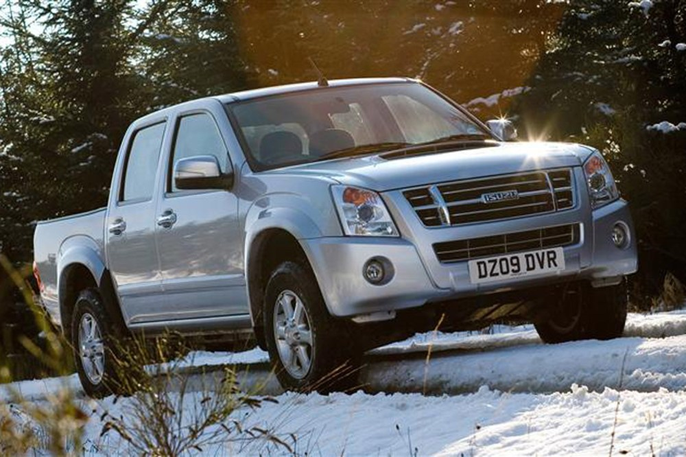 medium resolution of isuzu rodeo review on parkers vans front end exterior