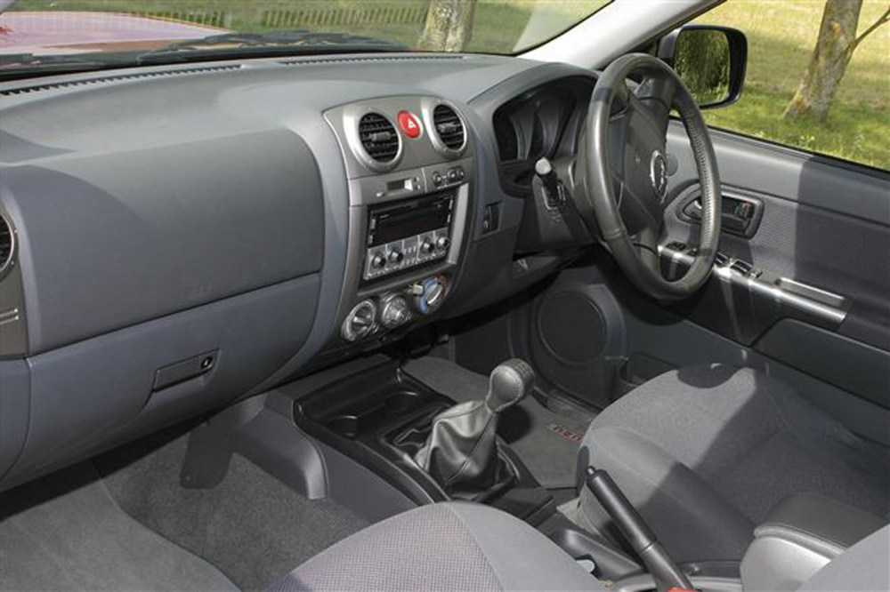 medium resolution of isuzu rodeo review on parkers vans cabin interior