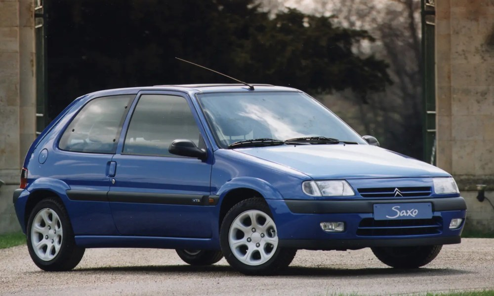 medium resolution of citro n saxo hatchback 1996 2003 features equipment and accessories parkers