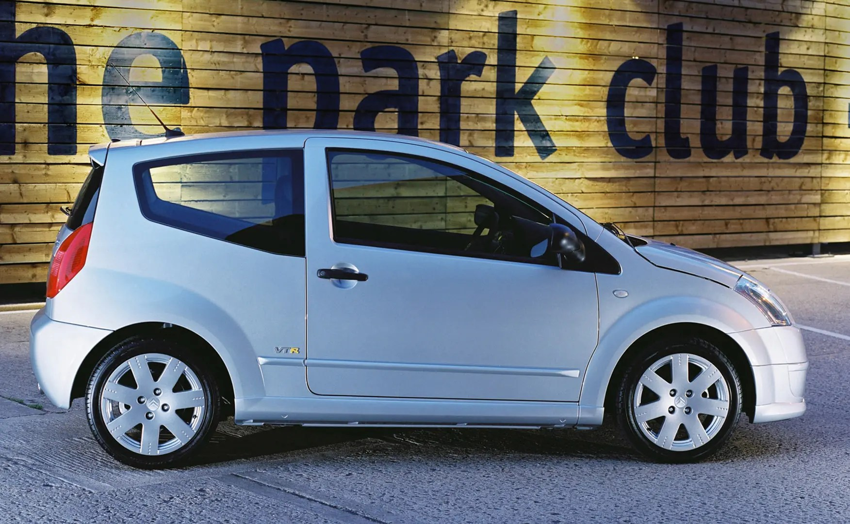 hight resolution of citro n c2 hatchback 2003 2009 features equipment and accessories parkers