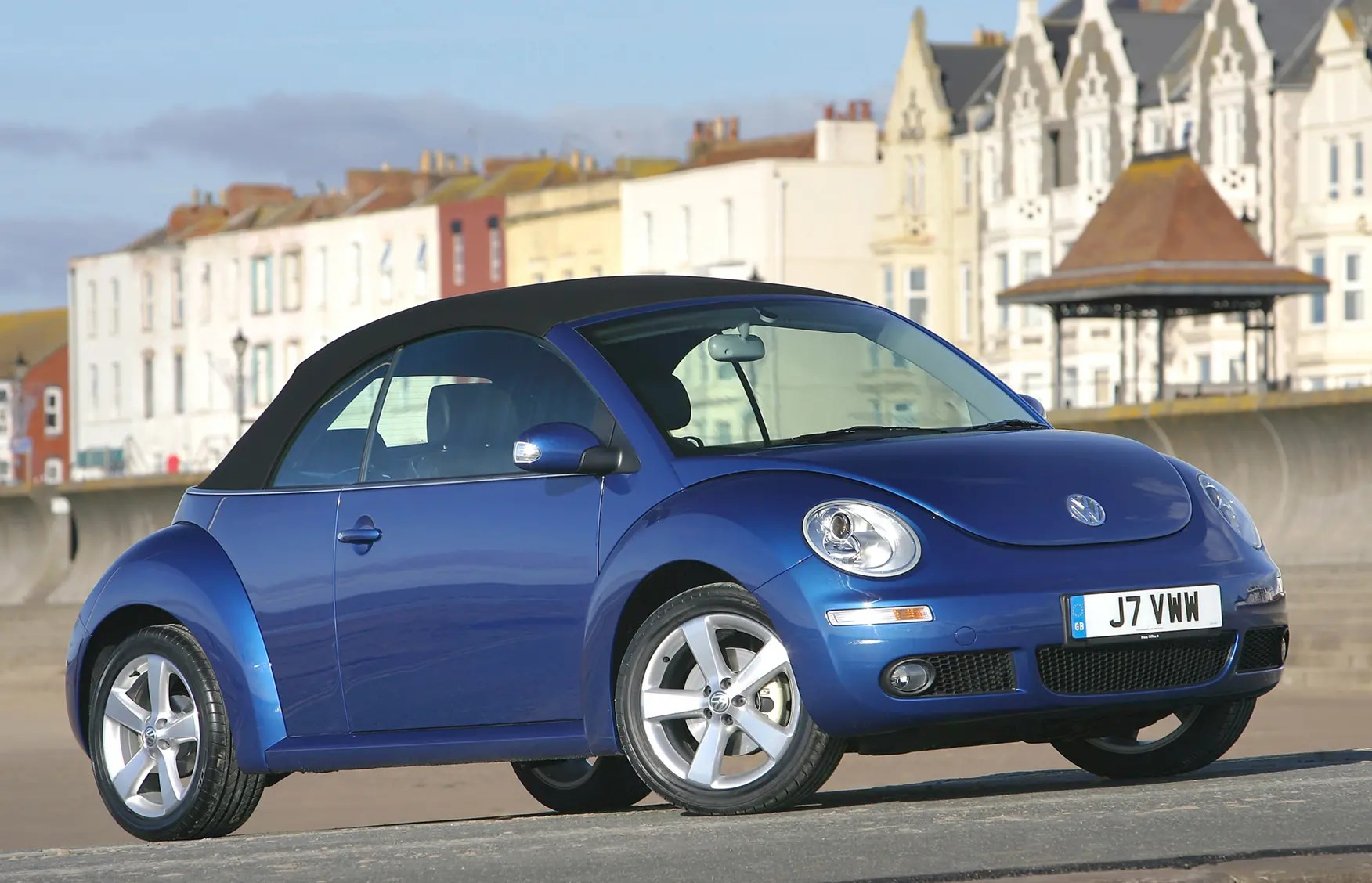 hight resolution of volkswagen beetle cabriolet 2003 2010 features equipment and accessories parkers