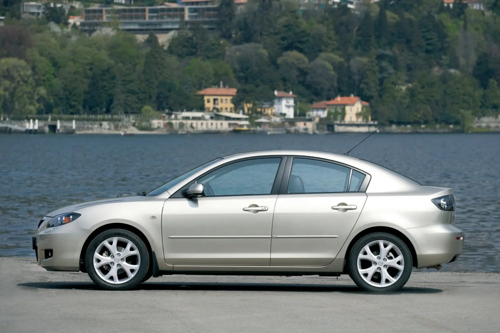 medium resolution of mazda 3 saloon 2004 2008 features equipment and accessories parkers