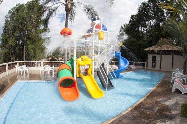hotel-com-piscinas-pra-criancas