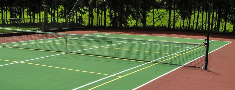 passeio-com-familia-no-interior-de-sp-quadra-de-tenis