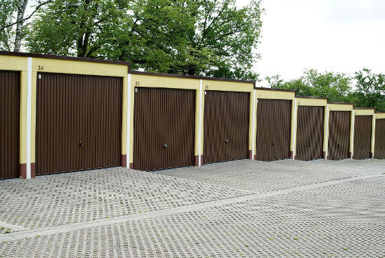 Construction d'un lot de garages en préfabriqué moderne