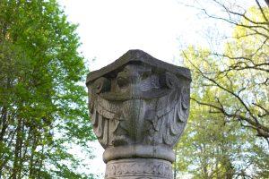 Kolumna z orłem
