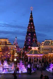 Disney Parks Disneyland Paris Offers Frozen Holiday
