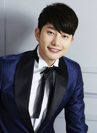 Park Sihoo super compere
