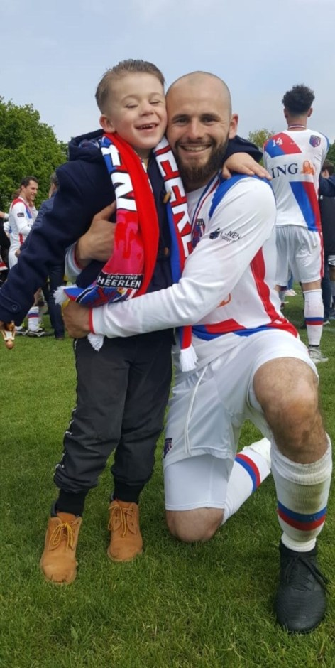 Dani Wetzels. Roy is erg trots op zijn kleine neefje.