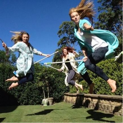 """Three Girls Harry Pottering http://www.directmatin.fr/insolite/2013-04-08/pottering-les-fans-dharry-potter-et-leurs-balais-regnent-sur-le-web-435466 Direct Matin.fr """"Pottering: Les Fans d'Harry Potter et Leurs Balais Règnent Sur le Web"""" 08/04/2013"""