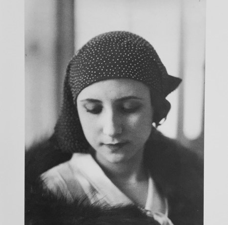 Josep Sala, Barcelona, 1930, Sombrero de Modas Badia, Gelatina de plata sobre papel baritado, tiraje 1930, 23,4 x 17,3 cm MTIB