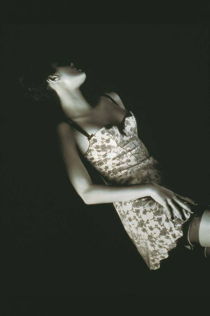 Chantal Thomass, Nachthemd. Kollektion Herbst / Winter 2001-2002, Die Dessous, Muriel Barbier und Shazia Boucher