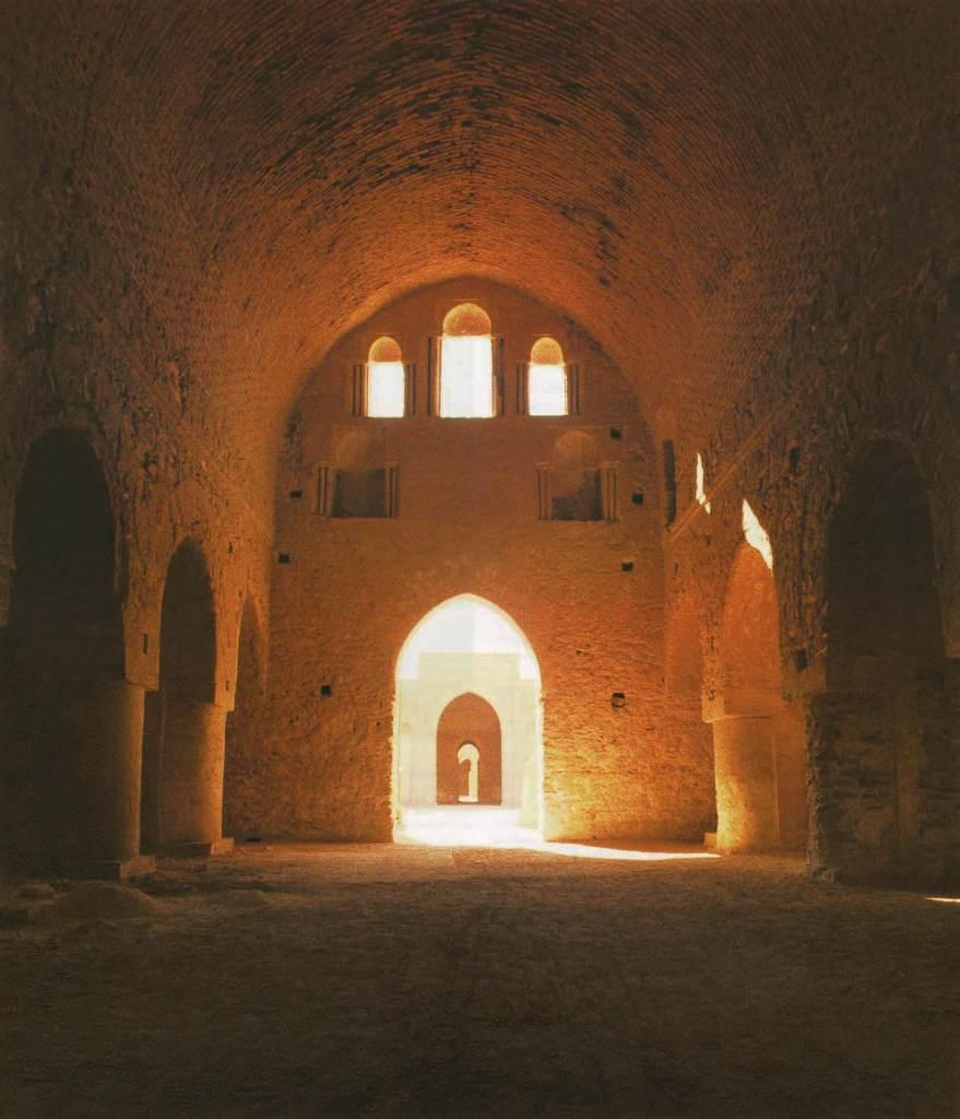 Innenansicht und Aussicht zum Innenhof des Ukhaydir Palastes, 2, Das Buch der Wunder, Marco Polo