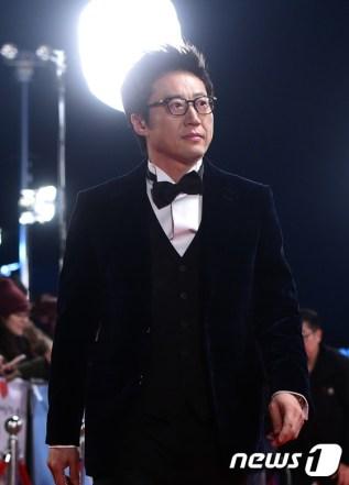 배우 박신양이 31일 오후 서울 여의도 kbs홀에서 열린 '2016 연기 대상(DRAMA AWARDS)'에 참석해 레드카펫을 밟고 있다.