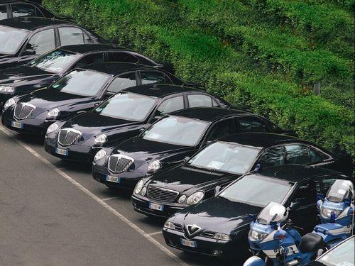 Bisturi anti-sprechi: grazie al M5S ridotte spese per auto blu e consulenze