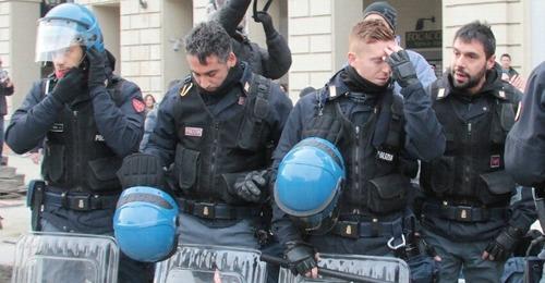 Apriscatole: clamoroso, il Viminale si affretta a pagare la Polizia?