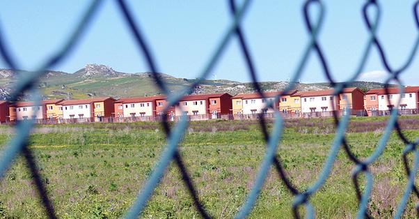 Immigrati: M5S al Cara Mineo, è prigione a cielo aperto. Commissariarlo subito