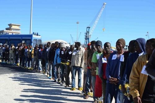 """""""Hotspot"""" di Augusta, migranti in un porto strategico: stop, grazie a M5S"""
