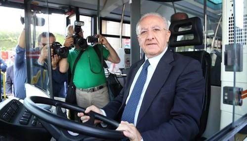 Trasporto pubblico: a De Luca 600 milioni, agli altri il pugno di ferro