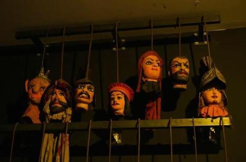 La farsa della manovrina: soldi al teatro di Barbareschi, nulla alle vittime del terrorismo