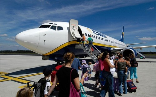 Apriscatole M5S, ecco i soldi pubblici regalati a Ryanair e alle altre low cost!