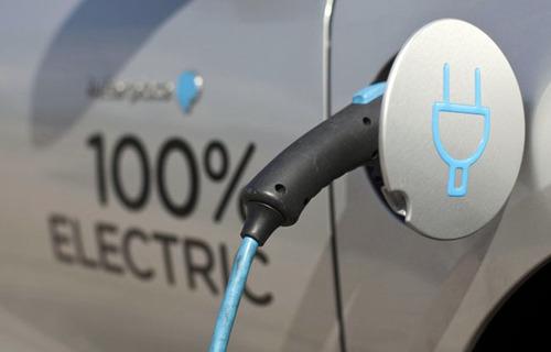 Manovra: emendamento M5S, 150 mln per incentivi auto elettriche