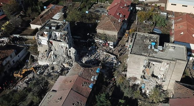 Terremoto: vicini al popolo albanese