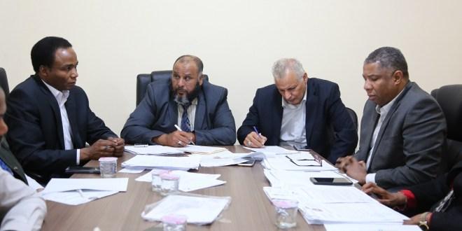 لجنة الادارة والحكم المحلي بمجلس تناقش مع وزير الحكم المحلي الصعوبات والعراقيل التي توجه الوزارة