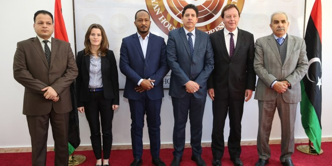عدد من أعضاء مجلس النواب يلتقون السفير البريطاني لدى ليبيا