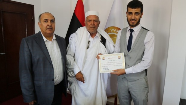 تكريم موظفي الديوان من النائب أبوبكر الخمسي