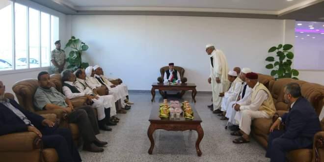 فخامة رئيس مجلس النواب يبحث مشاكل بلدية الأبرق ومطارها الدولي