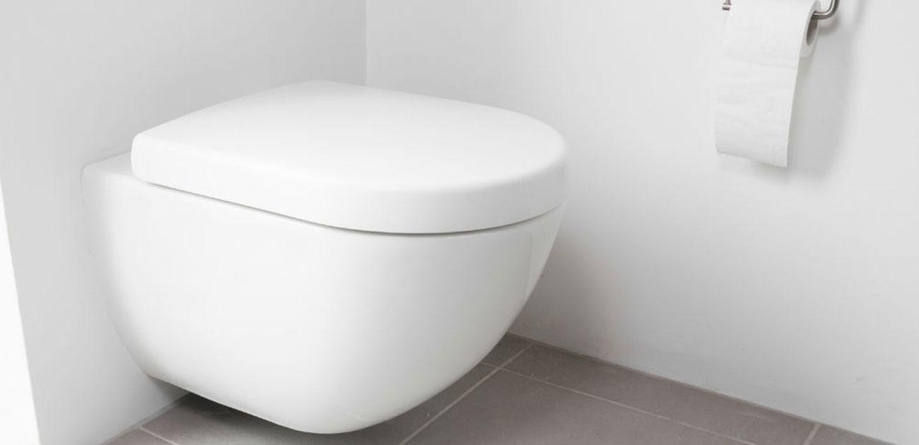wc petite taille bouche d incendie et lavabo dans les toilettes petite. Black Bedroom Furniture Sets. Home Design Ideas