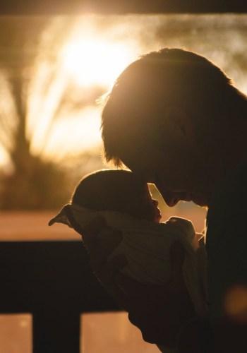 illustration d'un enfant et son papa