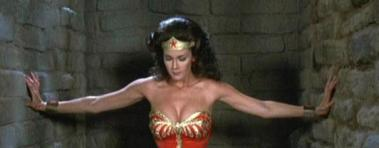 wonder-woman-lynda-carter-lifting