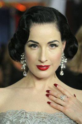 dita-von-teese-half moon nails