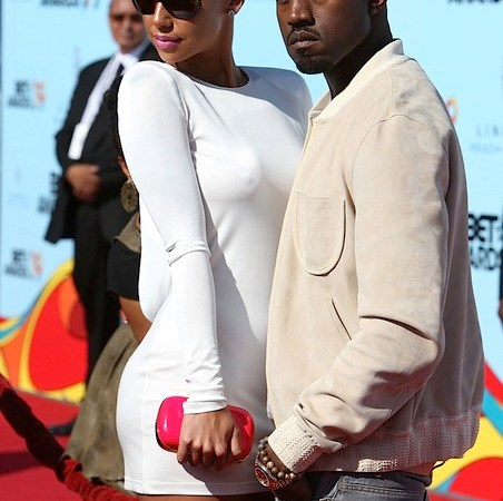 gallery_main-kanye-west-amber-rose-bet-awards-06282009-07