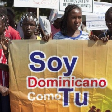 Protesters of Haitian ancestry hold a banner that reads 'I am Dominican like you' as they protest in front of the National Palace in Santo Domingo / AP Worldwide / EFE/SIPA USA