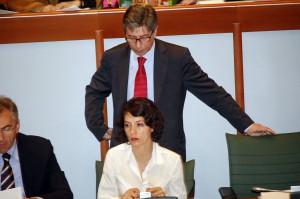 Vasco Errani incombe sull'assessore Sabrina Freda
