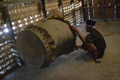 Bedug di dalam masjid