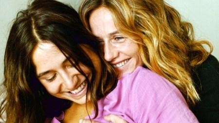 "Izïa Higelin als Delphine und Cécile de France als Carole in ""La Belle Saison – Eine Sommerliebe"" von Catherine Corsini | Foto: Alamode Film"