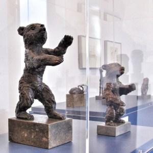 «Junger Bär» and «Berliner Bär» by Renée Sintentis (1888 - 1965) are bronze sculptures from 1932 and 1956. |Photo: Norbert Bayer