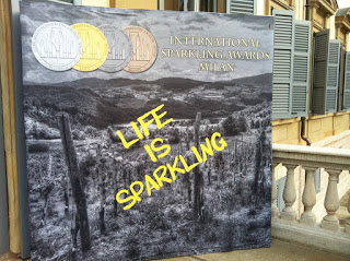 LIFE IS SPARKLING